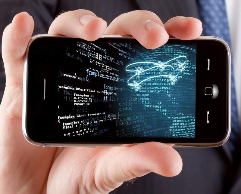 Hombre de negocios mostrando un telŽfono t‡ctil con una imagen conceptual de redes globales.