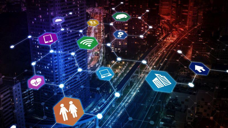 IoT Pazarı nın günden güne büyüdüğünü görüyoruz. Birbirinden bağımsız 11 milyarın üzerinde cihazın bağlı olduğu bir ağ düşünün. Bu cihazların etkileşimleri, yeni fırsatlar yaratacağı gibi aynı zamanda da cihazların ihtiyaçlarını karşılamak için yeni çözümlerin ortaya çıkmasına ön ayak olacak.