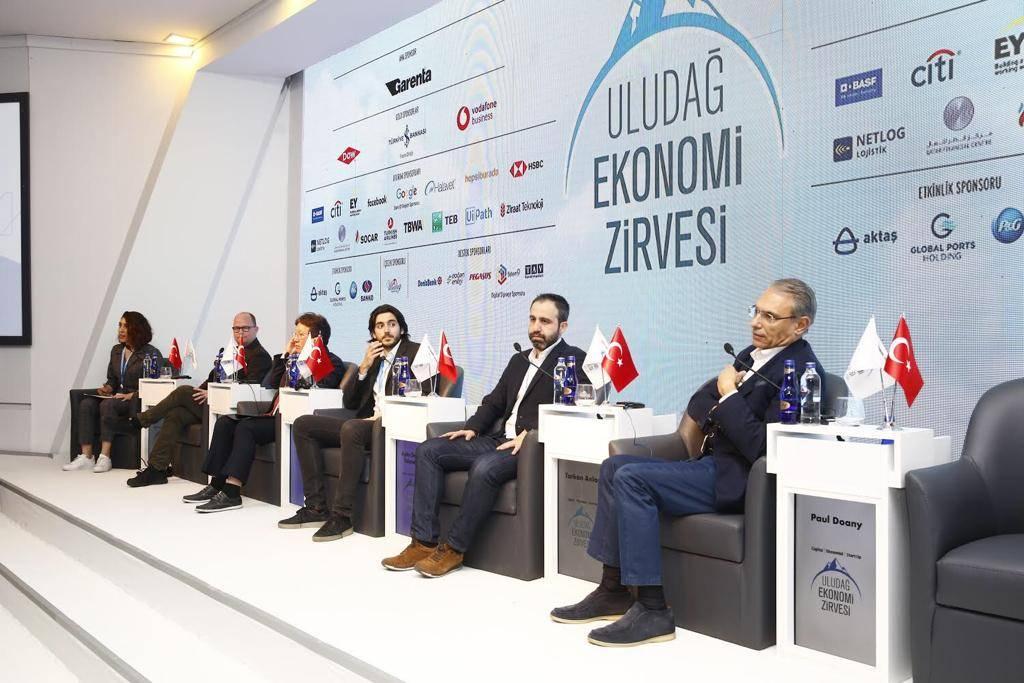 """Türk Telekom CEO'su Dr. Paul Doany, """"Türkiye'de yerel teknolojilerin gelişmesi için teknoloji odaklı inovatif girişimcileri destekliyoruz. Bu alanda gerçekleştirdiğimiz yatırımlar ve girişimcilere sunduğumuz destek ve değer ile diğer büyük şirketlere de örnek olmayı hedefliyoruz"""" dedi."""