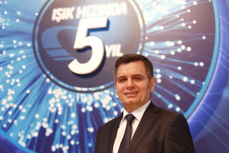 Sabah aldığımız habere göre Turkcell CEO 'su Kaan Terzioğlu sürpriz bir kararla görevinden ayrıldı. Turkcell Genel Müdürlüğü koltuğuna şimdilik vekaleten Murat Erkan atandı.