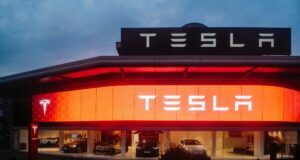 Tesla fabrikasına saldırı