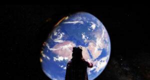 Dünyayı uzaydan izlemek